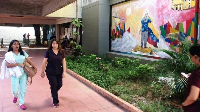 Só na Faculdade de Medicina da Universidade de Zulia, pelo menos 600 equatorianos e colombianos estão registrados nos cursos de pós-graduação (Foto: BBC)