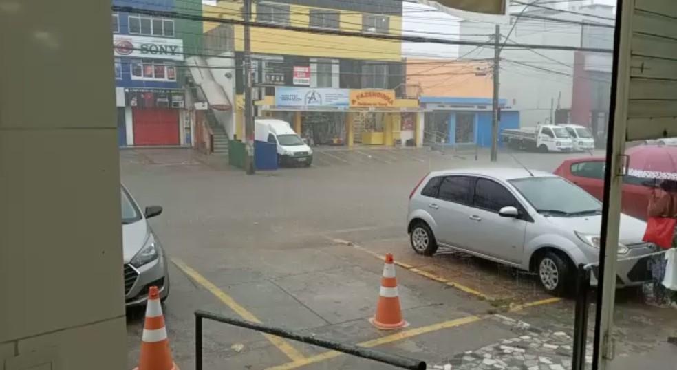 Avenida Paulo VI, na Pituba - 23/04 — Foto: Arquivo pessoal