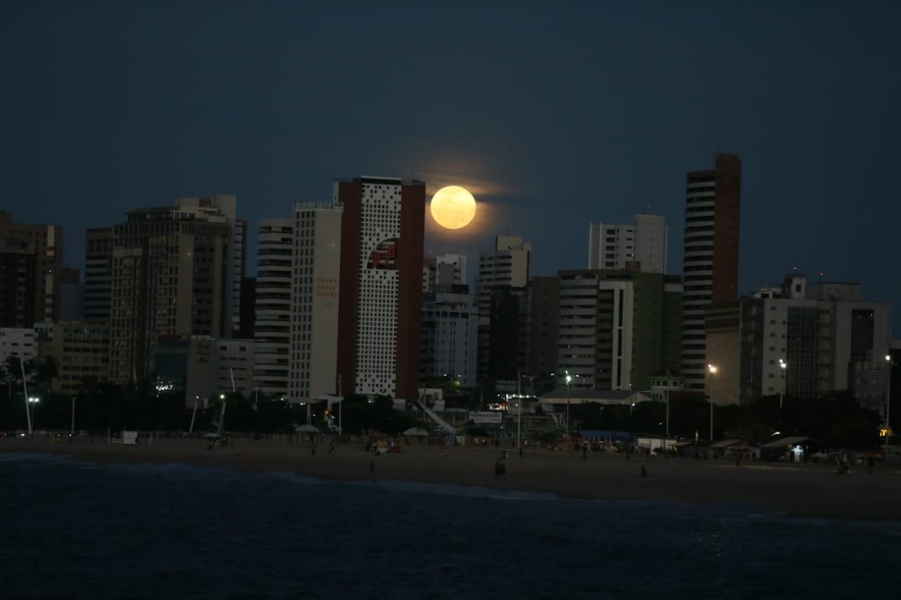 'Lua de Morango' pode ser vista no céu do Ceará nesta quinta-feira