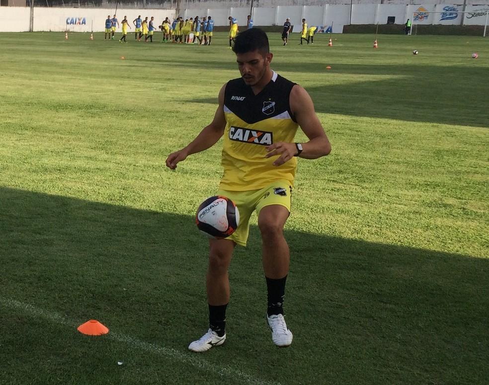Marcelo Fernandes foi relacionado pela primeira vez (Foto: Hugo Monte/GloboEsporte.com)