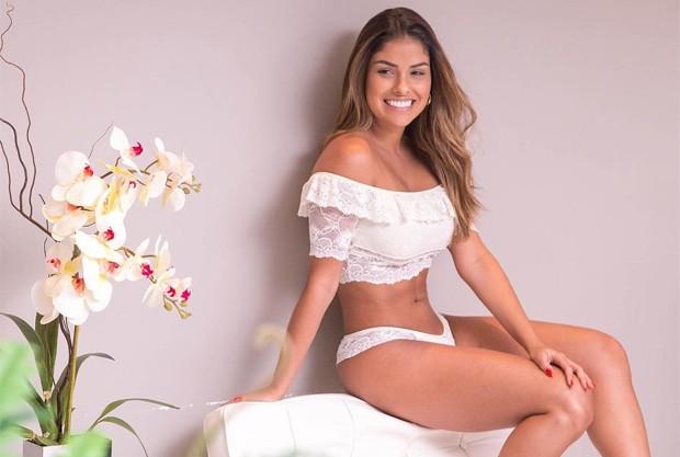 Munik Nunes posa de lingerie e internautas babam em barriga sequinha