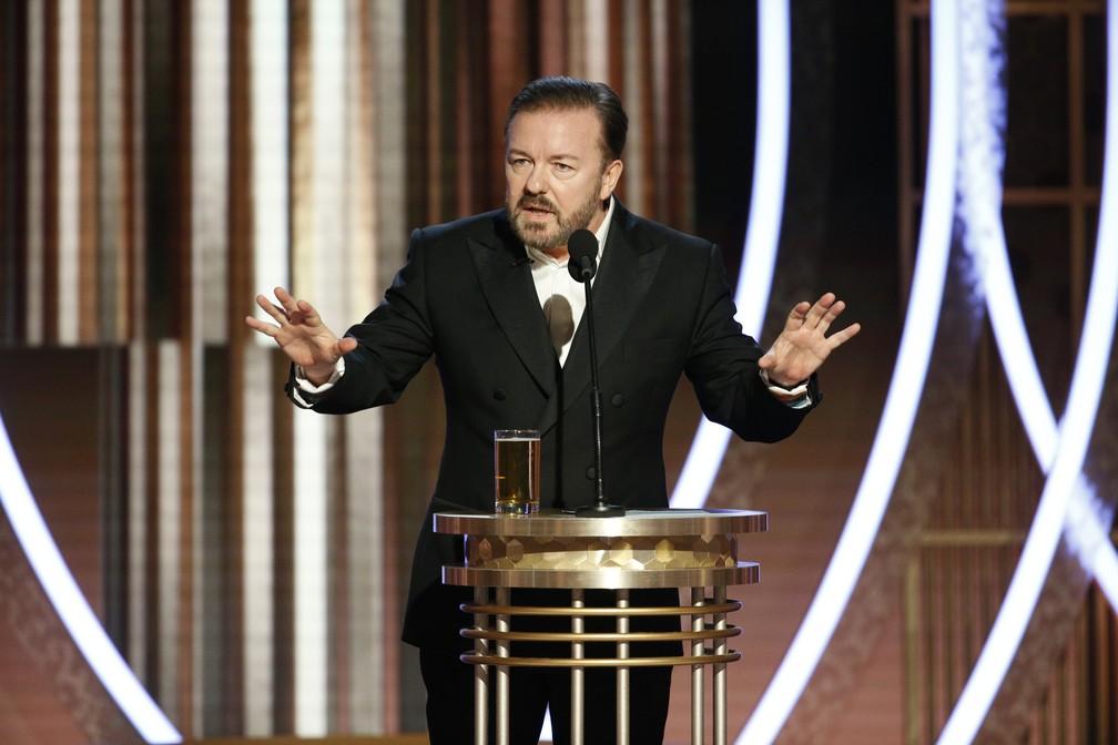 Ricky Gervais apresenta o Globo de Ouro 2020 neste domingo (5) — Foto: Paul Drinkwater/NBC via AP