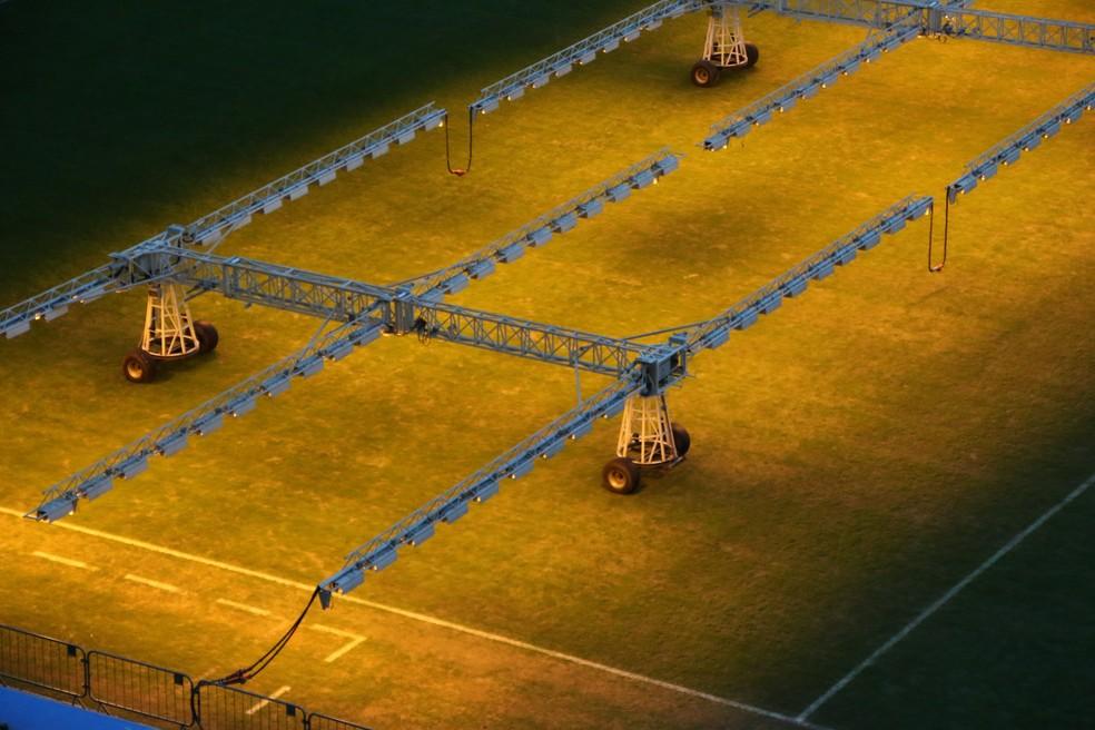 Gramado da Arena do Grêmio é tratado com luz artificial — Foto: Eduardo Deconto