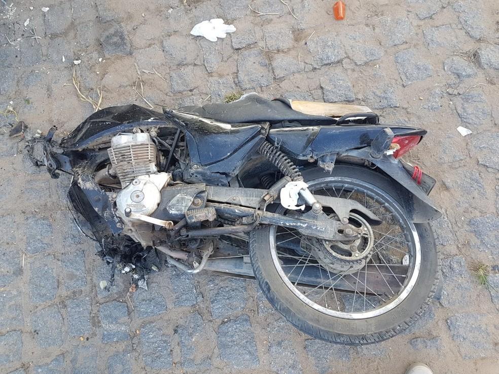 Motoqueiro não resistiu aos ferimentos e morreu no local (Foto: Polícia Rodoviária Federal/ Divulgação)