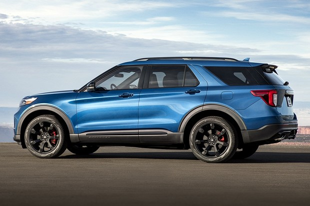 Engineered by the Ford Performance team, Explorer ST uses a specially tuned 3.0-liter EcoBoost® engine projected to achieve 400 horsepower and 415 lb.-ft. of torque. A top speed target for track drivers stands at 143 mph. (Foto: Divulgação)