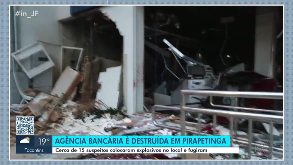 Agência da Caixa é destruída em Pirapetinga — Foto: Integração Notícia/Reprodução