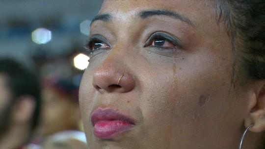 Balões brancos, bandeiras e vídeo no telão: as homenagens antes de a bola rolar no Maracanã