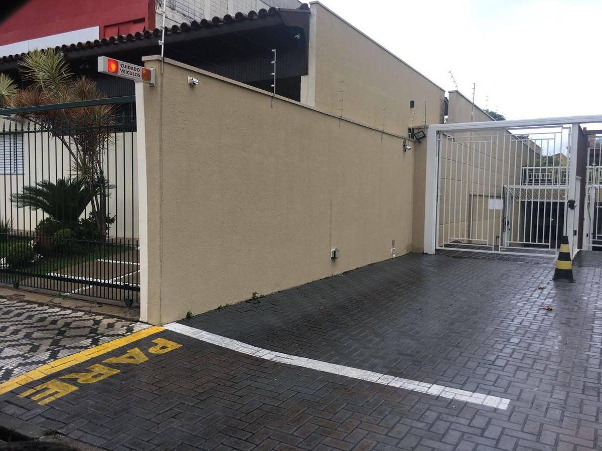 Condomínio causa polêmica ao pintar faixa de 'pare' para pedestres na calçada