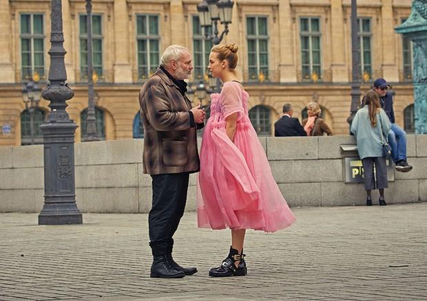 Villanelle com seu tutor (Foto: Reprodução/BBC America)