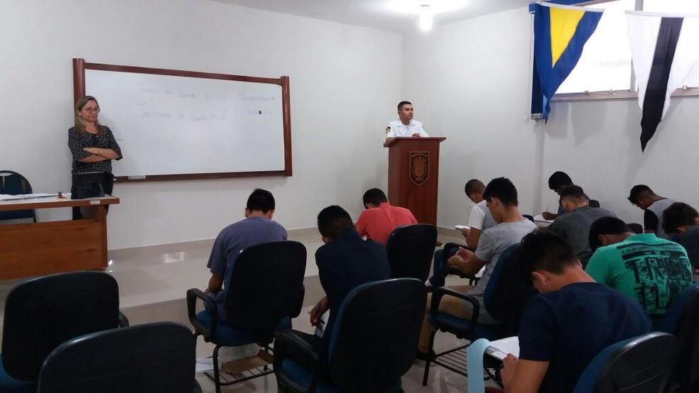 Candidatos durante aplicação de prova do concurso de aprendiz de marinheiro em Santarém (Foto: Capitania dos Portos de Santarém/Divulgação)