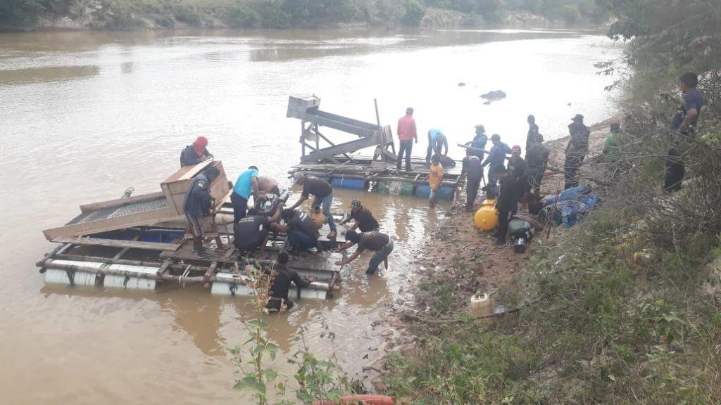 Lideranças indígenas de RR retiram quatro garimpeiros da reserva Raposa Serra do Sol