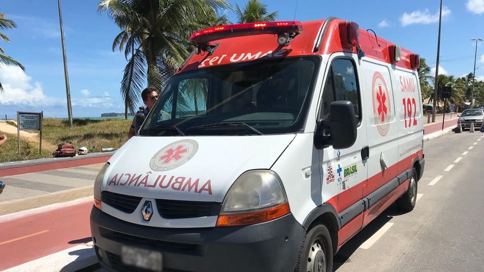 Idoso de 63 anos se afoga na Praia de Tambaú, em João Pessoa (Foto: Walter Paparazzo/G1)