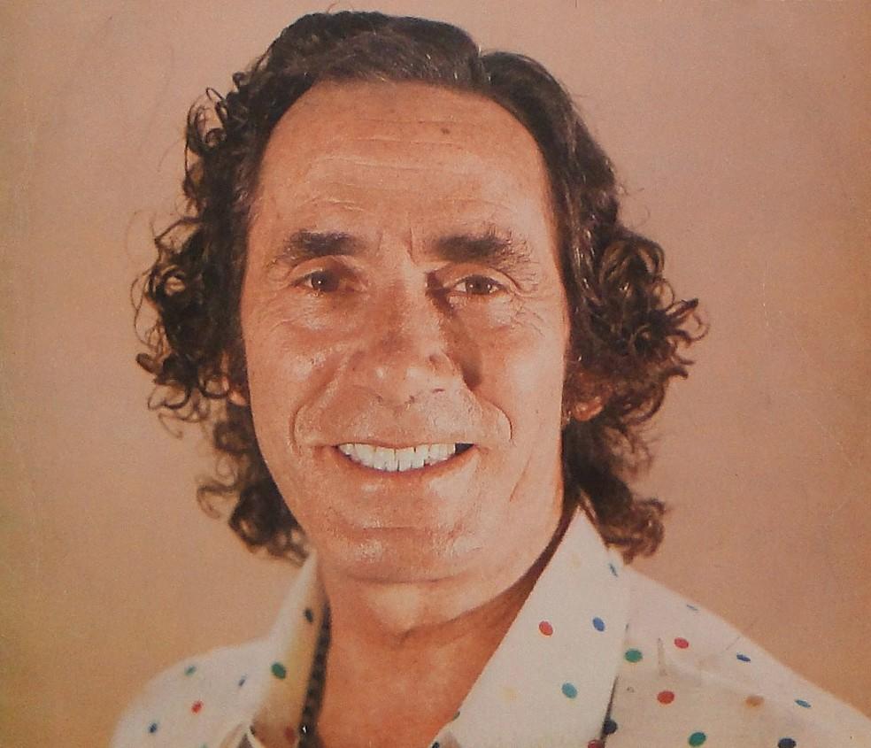 Nelson Gonçalves, nascido em 1919, tinha voz de barítono aclamada pela afinação impecável — Foto: Reprodução de capa de disco