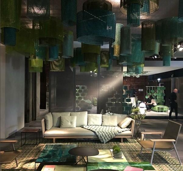 A designer Paola Lenti fez seu lançamento no Fuorisalone 2018 com exposições marcadas por cores e formas geométricas (Foto: Casa e Jardim)