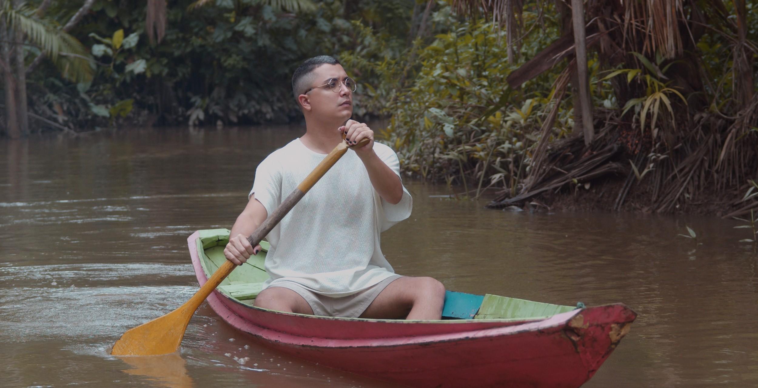 Arthur Nogueira mergulha nas próprias águas poéticas no álbum 'Brasileiro profundo'
