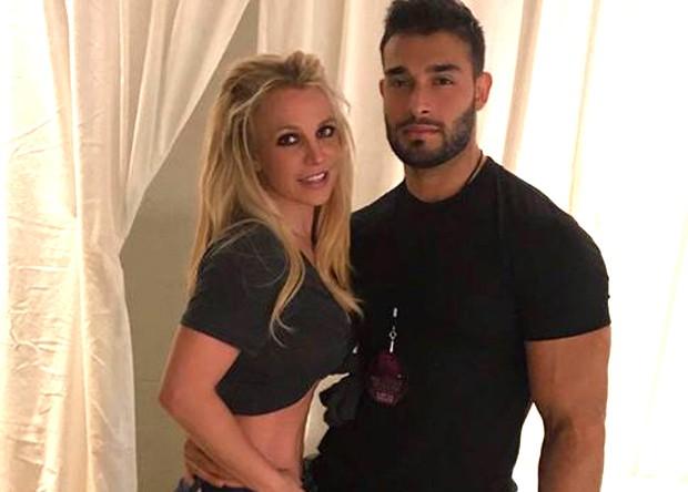 Namorado bonitão de Britney Spears vem ao Brasil em 2019 - Quem   QUEM News