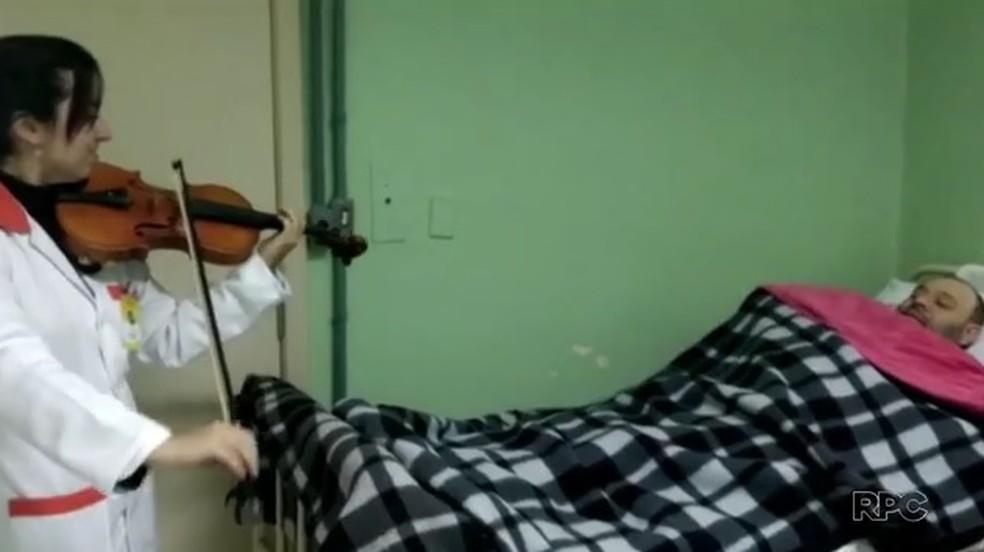 Paciente diz que levantou do coma após ouvir o som do violino de Íris  (Foto: Reprodução/RPC)