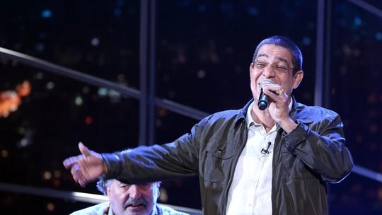 Zeca Pagodinho conta que está perdendo a barriga e afirma: 'Na minha casa ninguém bebe'