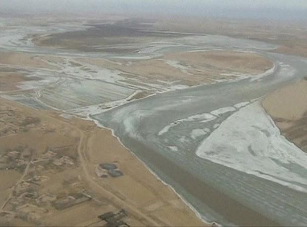 China bombardeia rio congelado para evitar enchente