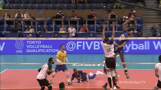 Mohsen para Maurício Souza no bloqueio, e Egito encosta - 2º set - 8 x 7