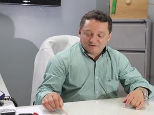 Diretor do HUT falou sobre o estado de saúde de paciente (Foto: Catarina Costa / G1)