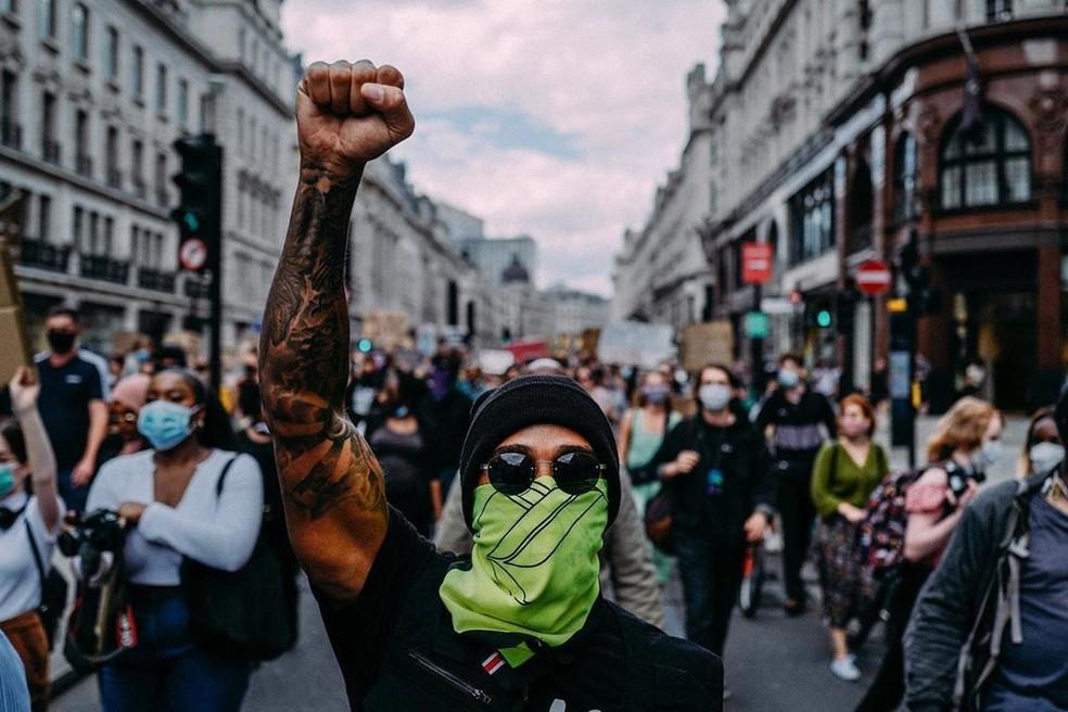 "Lewis Hamilton em protesto em Londres Fórmula 1 — Foto: Daniel ""Spinz"" Forrest"