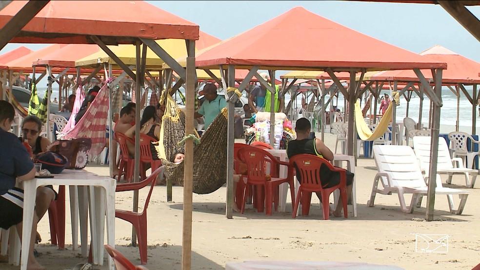Barracas devem ser demolidas em até 60 dias (Foto: Reprodução/TV Mirante)