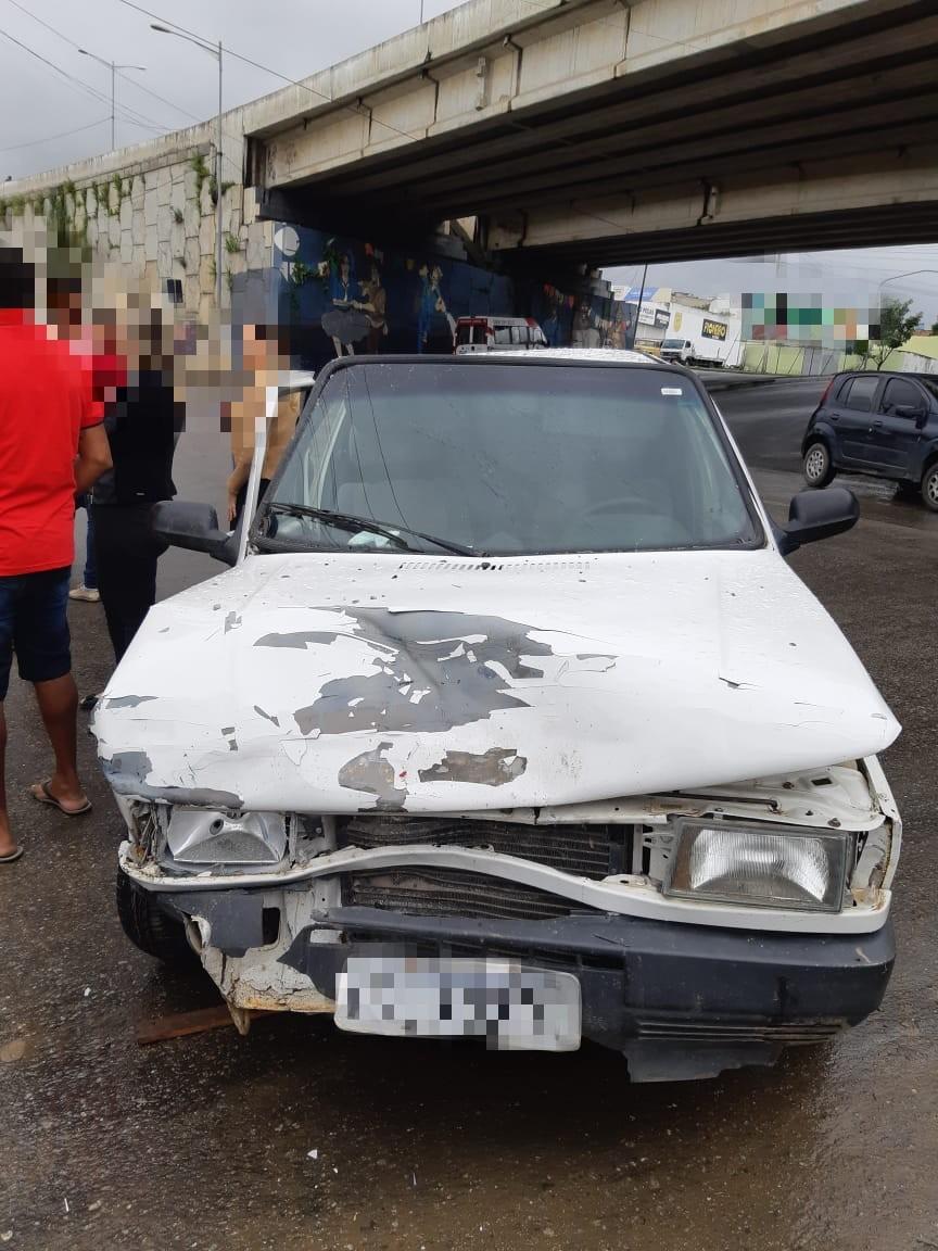 Motociclista fica ferido após engavetamento no bairro João Mota, em Caruaru - Notícias - Plantão Diário