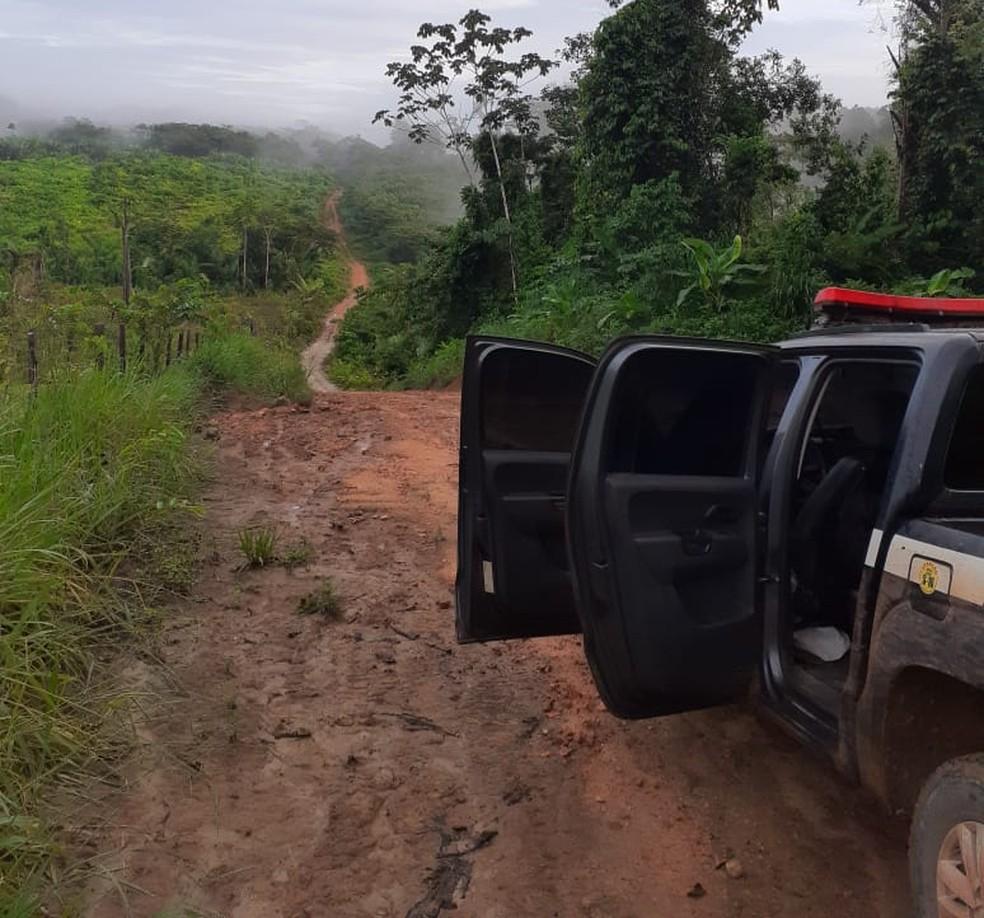 Prisão do suspeito foi em uma ramal na comunidade Serra Azul, em Alenquer — Foto: Polícia Civil de Alenquer/Divulgação