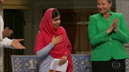 Malala volta ao Paquistão pela primeira vez após ser baleada
