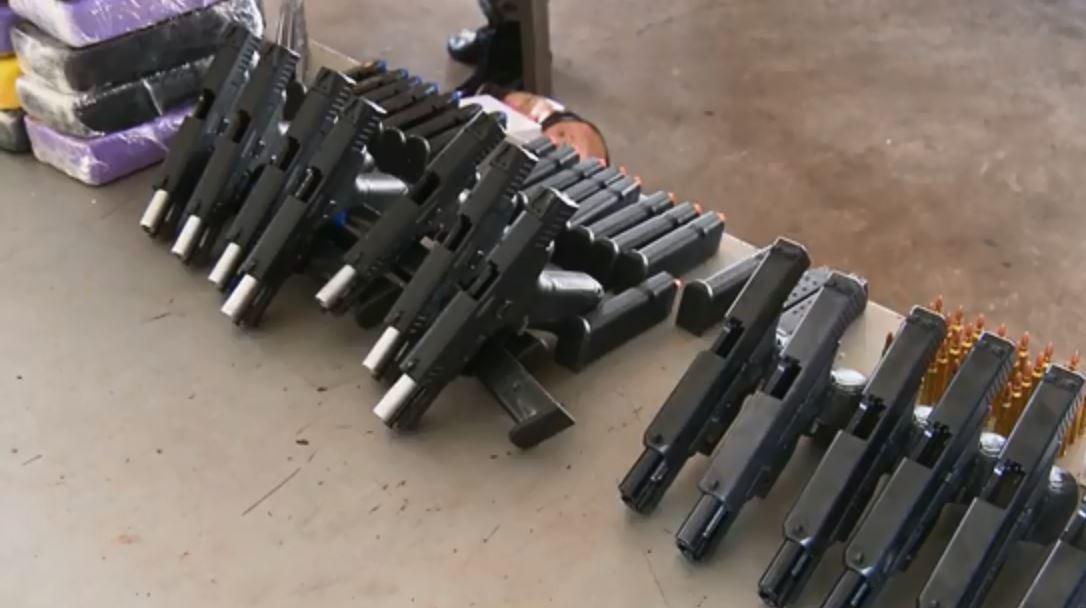 Três pessoas são presas com armas, munição e drogas, na região da Ponte da Amizade  - Notícias - Plantão Diário
