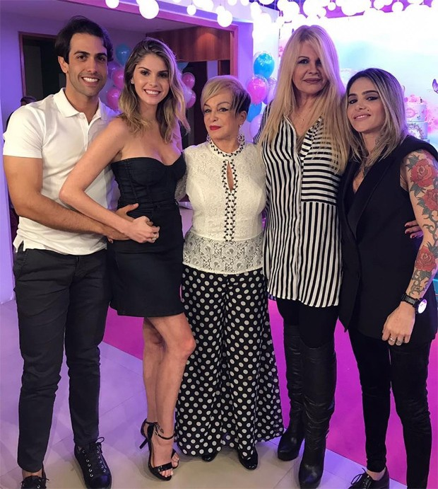 Gustavo Theodoro, Bárbara Evans, dona Conceição, Monique Evans e Cacá Werneck (Foto: Reprodução/Instagram)