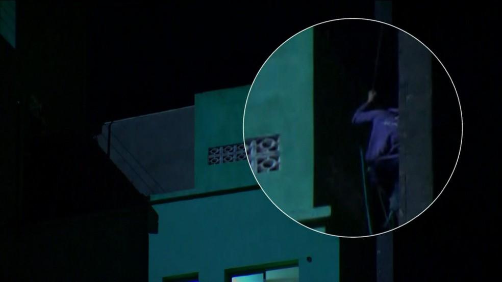 Homem desapareceu quando era resgatado por Bombeiros em prédio que desabou em SP (Foto: GloboNews/Reprodução)