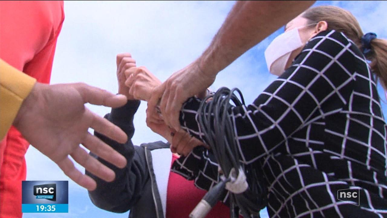 Equipe da NSC TV é agredida em Florianópolis durante reportagem