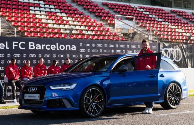 Lionel Messi com o Audi RS6 que foi seu durante a temporada 2017/2018, graças ao patrocínio da marca ao Barcelona F.C. (Foto: Alex Caparros/Getty Images for AUDI)