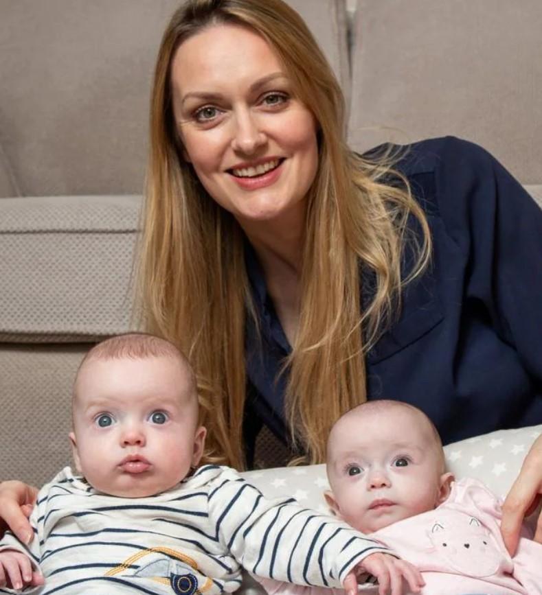 Mulher engravida enquanto já estava grávida e dá à luz gêmeos - Revista Marie Claire   Notícias