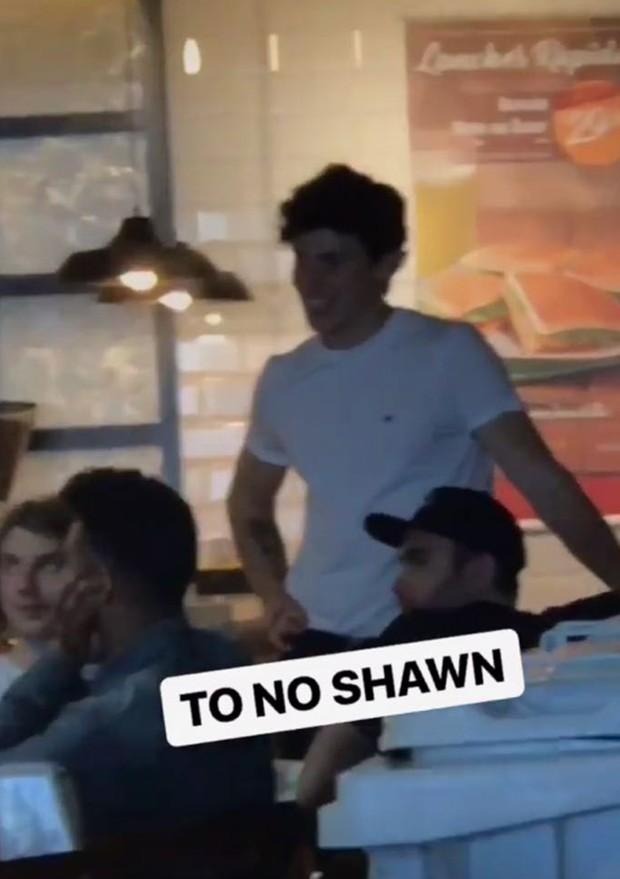 Shawn Mendes circulando livremente pelo Aeroporto Internacional de Guarulhos (Foto: Reprodução/Instagram)