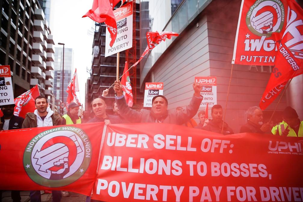 Motoristas de Uber em protesto nesta quarta-feira (8), em Londres — Foto: Henry Nicholls/Reuters