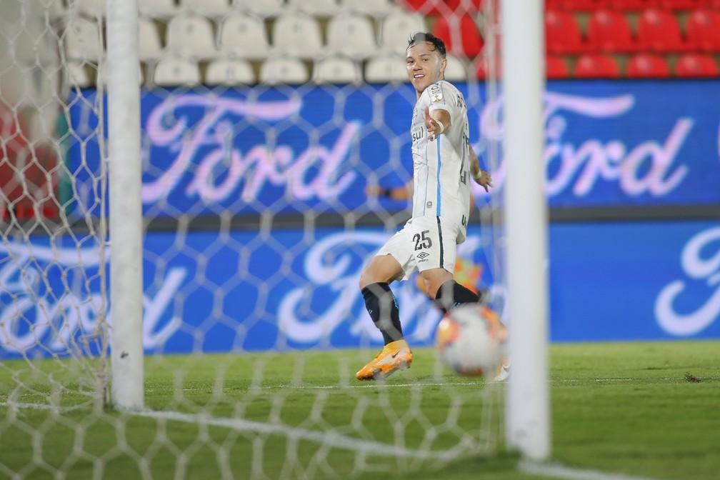 Pepê faz gol em vitória do Grêmio  — Foto: Staff Images/Conmebol
