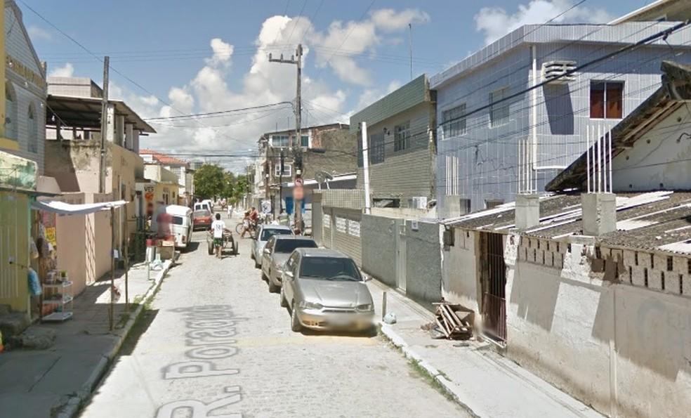Rua Poraquê fica em Brasília Teimosa, na Zona Sul do Recife (Foto: Reprodução/Google Street View)