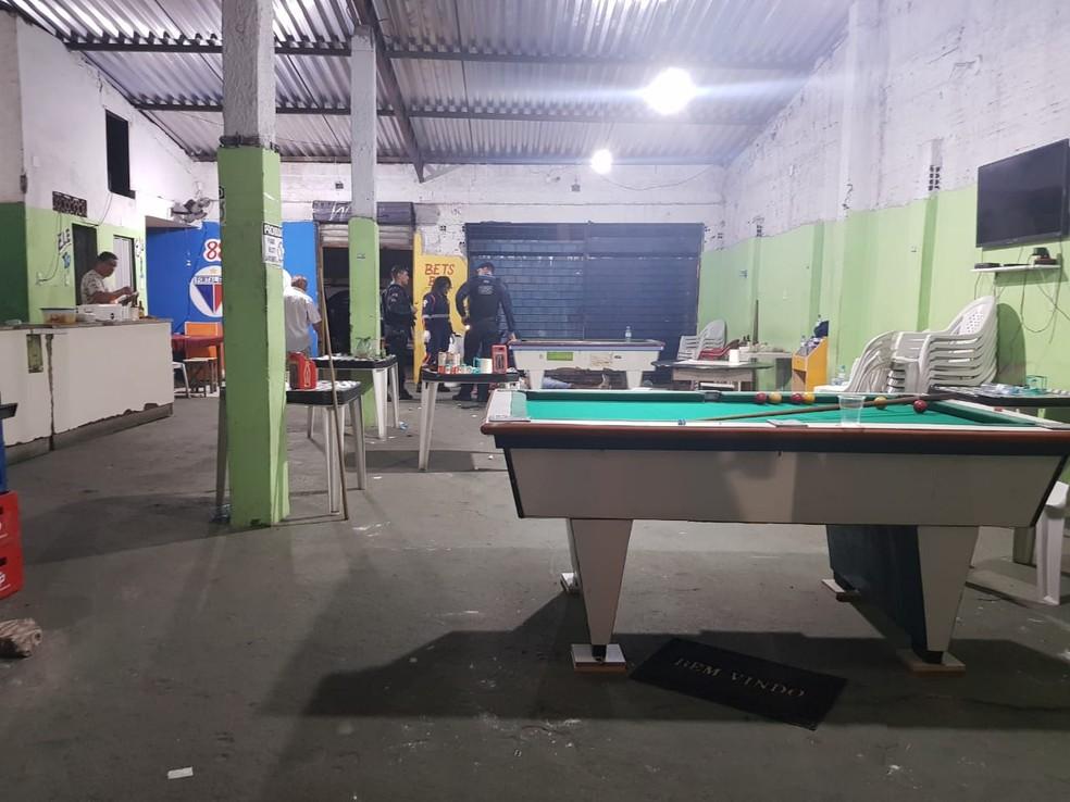 Suspeito de assalto é morto por cliente durante tentativa de assalto a bar em Fortaleza. — Foto: Rafaela Duarte/ SVM