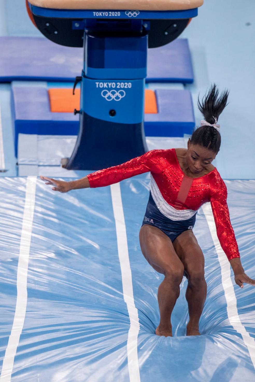 Simone Biles erra salto nas Olimpíadas — Foto: Tim Clayton/Corbis via Getty Images