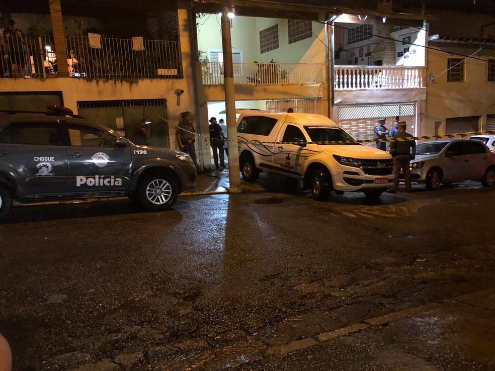 Suspeito é morto dentro de uma casa durante um assalto — Foto: André Luís Rosa/TV Vanguarda