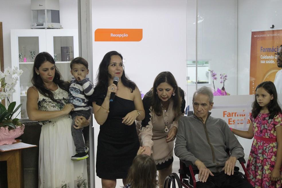 Chiara Ranieri, diretora acadêmica da FIB, e família (Foto: Divulgação)