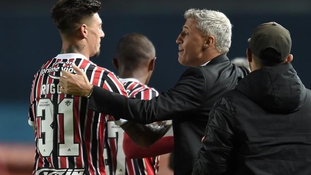 Crespo e Rigoni comemoram gol do São Paulo