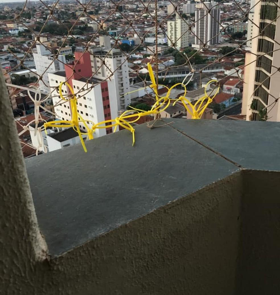Hipótese é de que a vítima estava arrumando tela de proteção na sacada quando caiu de prédio em Rio Preto â?? Foto: Reprodução/Facebook