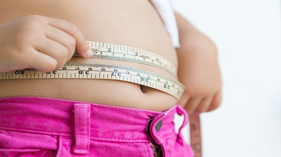 O aumento das medidas é considerado como um dos indicadores da obesidade — Foto: GettyImages
