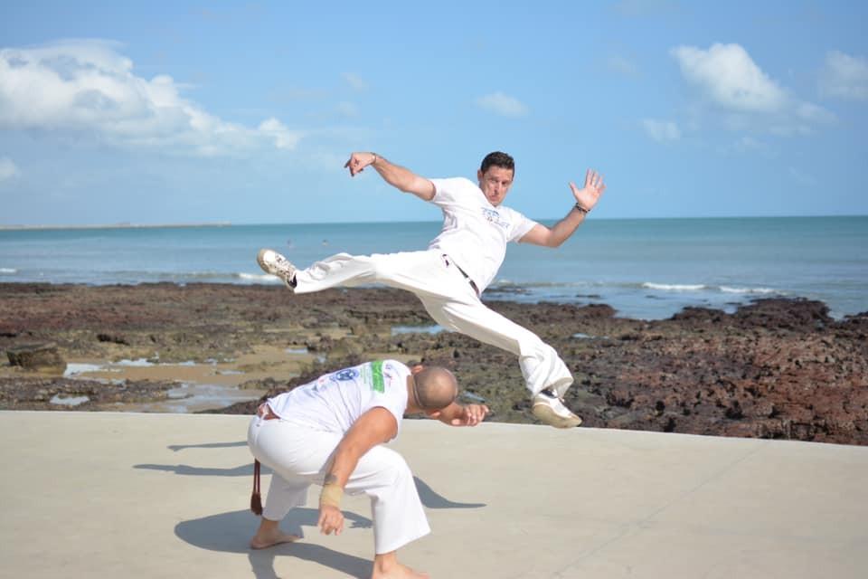 'Profissão muito gratificante', diz professor belga que ensina francês e capoeira em Fortaleza há 11 anos