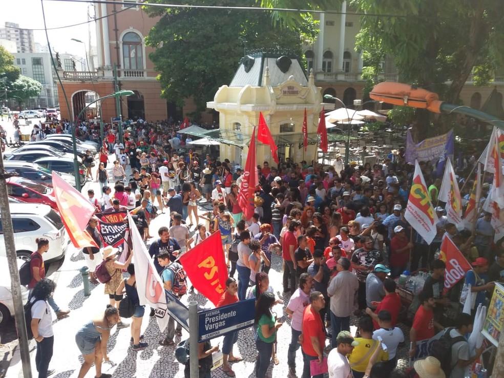 BELÉM, 9h50: Concentração de manifestantes foi na Praça da República.  — Foto: Alvaro Ribeiro/ TV Liberal