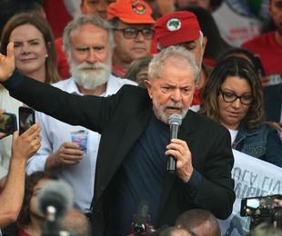 Lula discursa em Curitiba | AFP